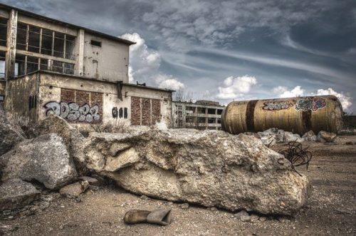 破産、廃墟